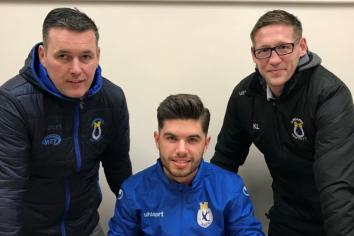 Young 'keeper signs on at Swifts