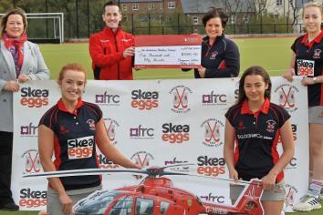 Hockey club donates over £5k to Air Ambulance